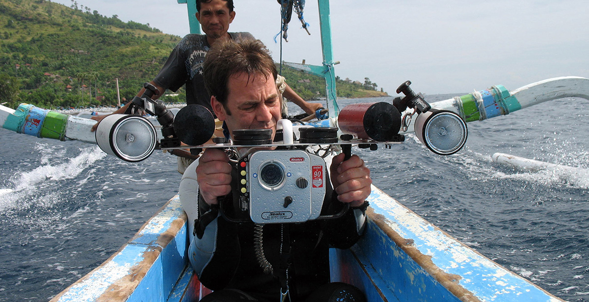 Mathias Weck - preparing camera for diving