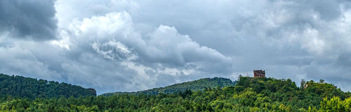 Pfalz, ruin Drachenfels after Rain