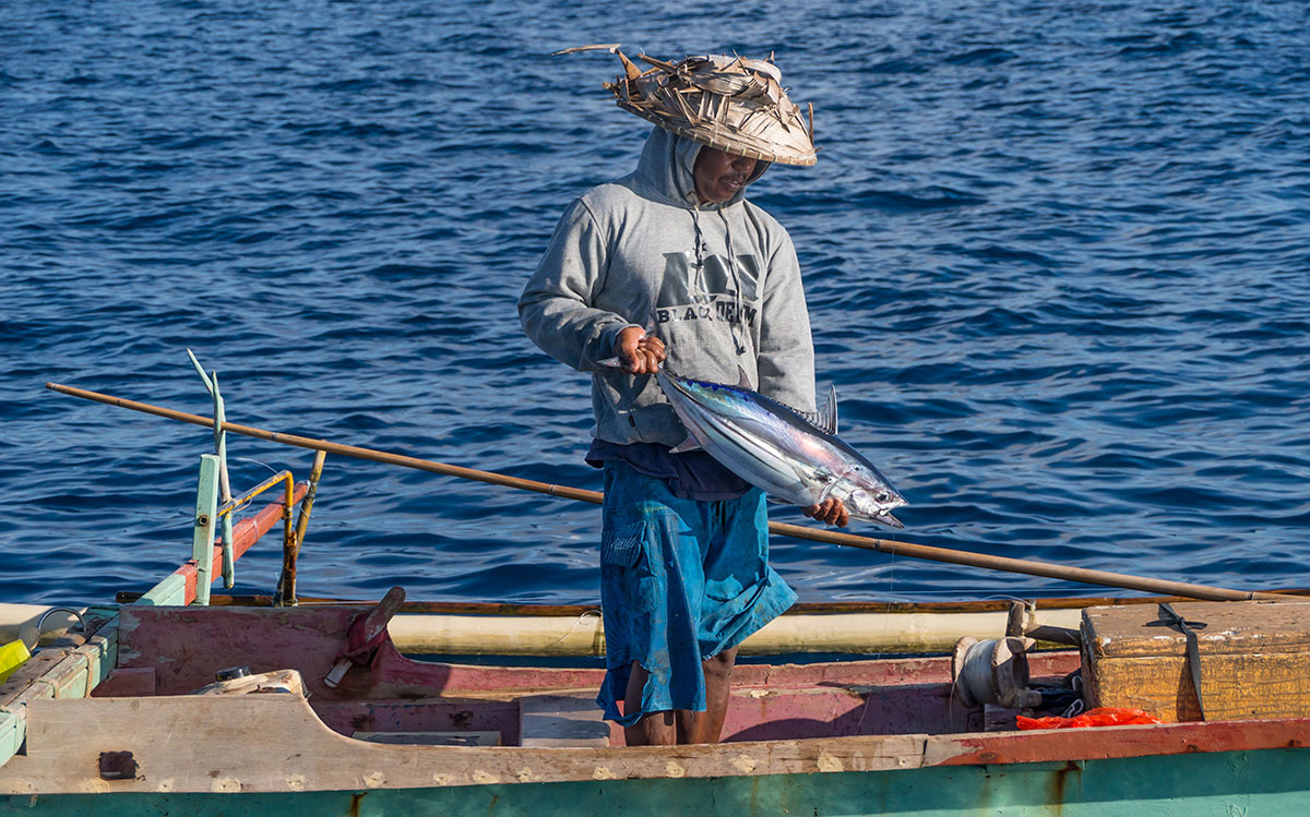 Indonesia, Manado, Bunaken Island, Fisherman with Tuna Fish