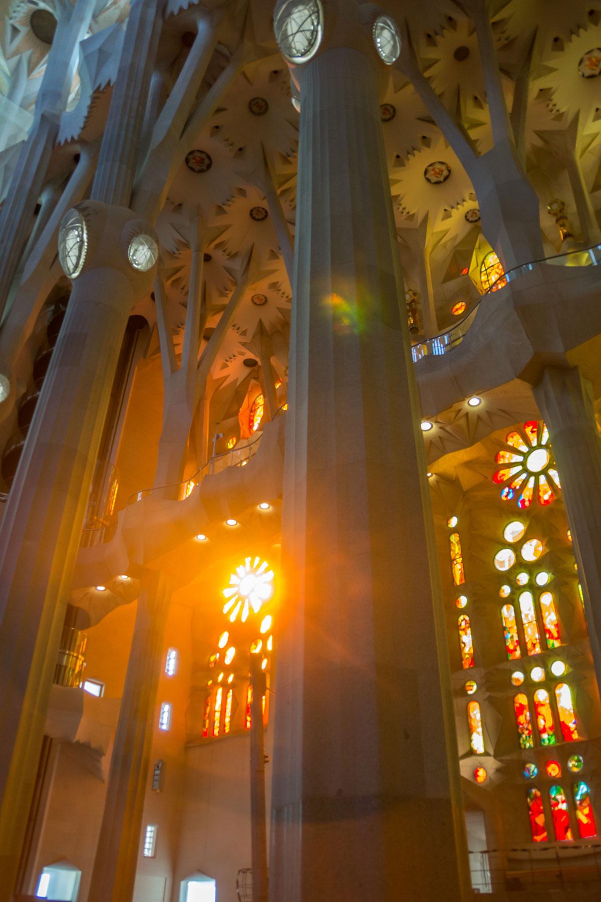 Barcelona - Sagrada Familia - Innenraum Lichtstimmung
