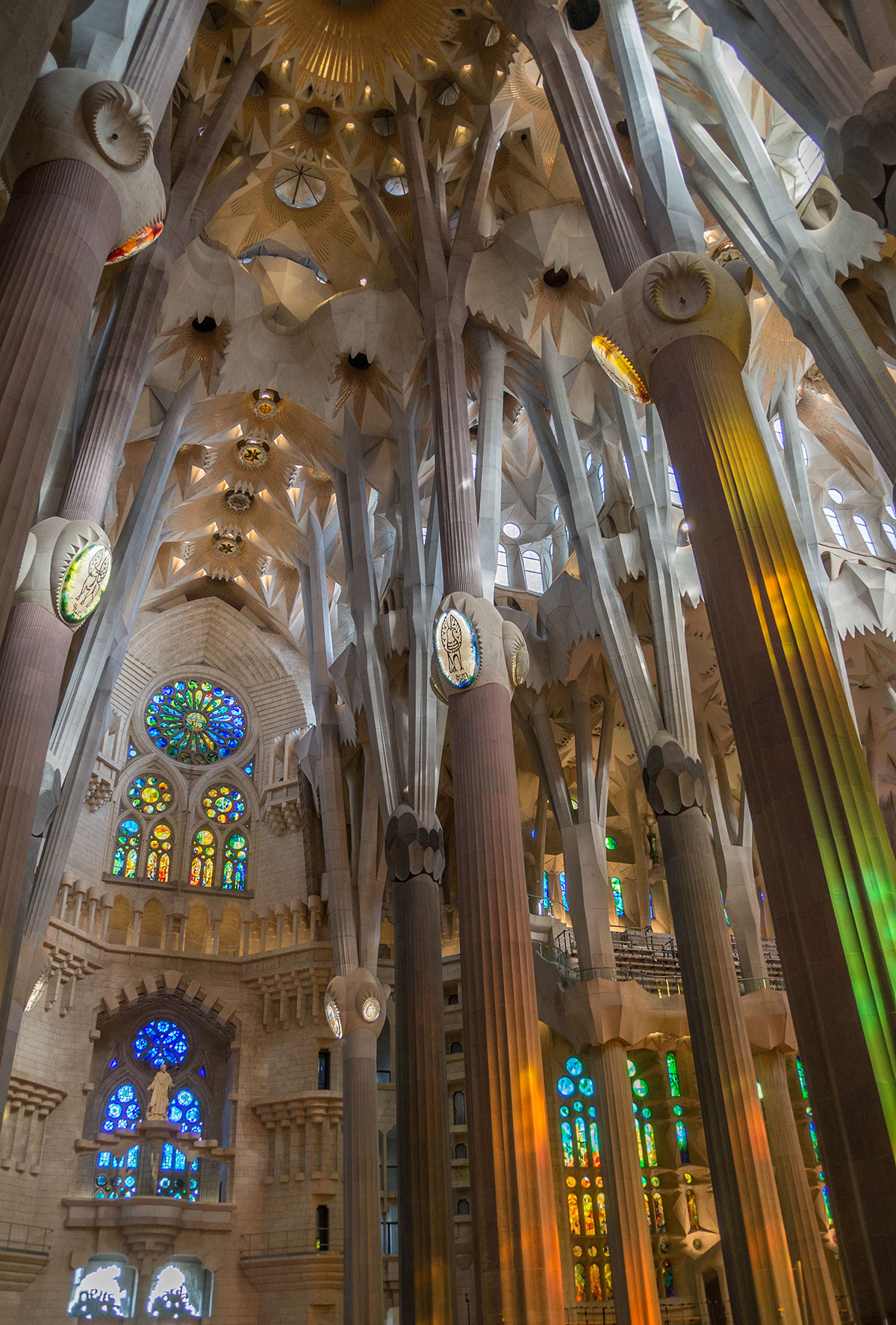 Barcelona - Sagrada Familia - Kirchenschiff mit Säulen