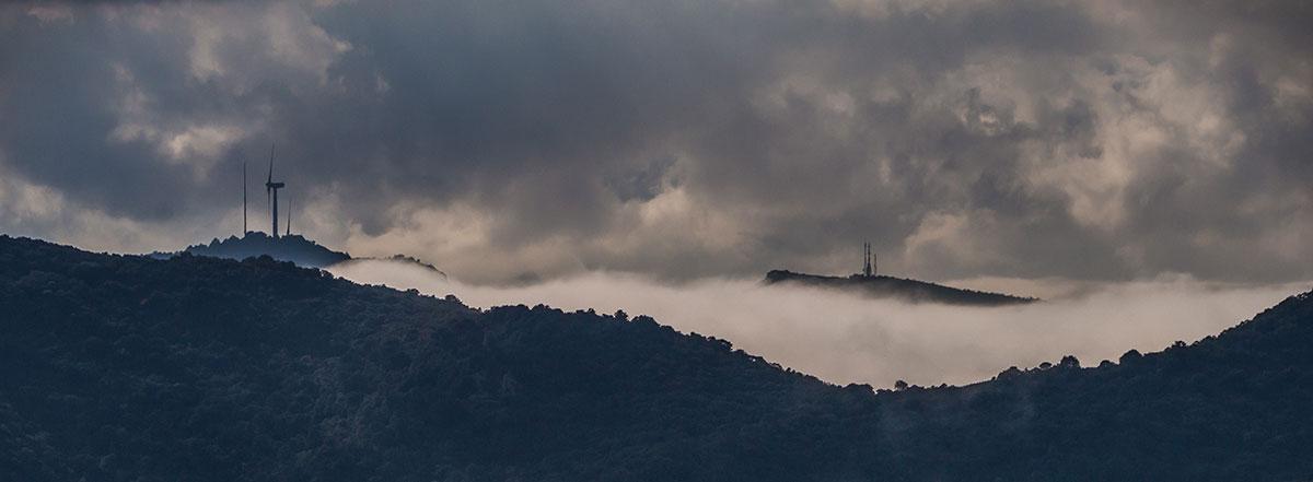 Tarragona - Windmühlen im Nebel bei Arboli