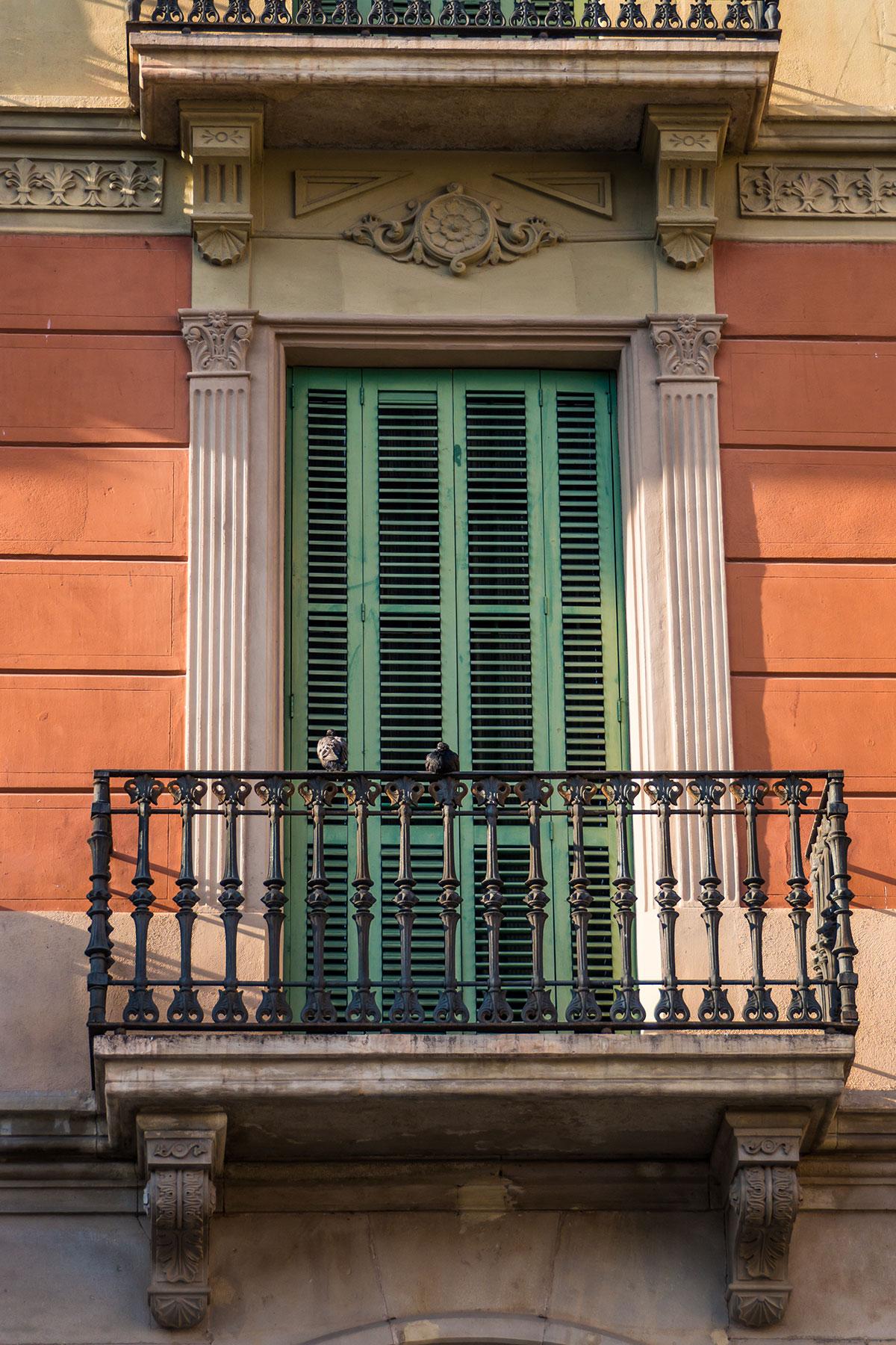 Spanien, Katalonien, Reus, Fassade mit Balkon