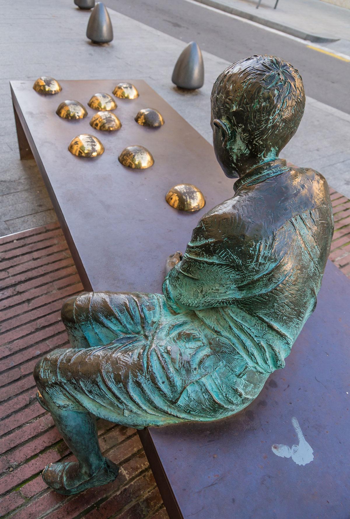 Spanien, Katalonien, Reus, Gaudi Memorial Kinder Skulptur