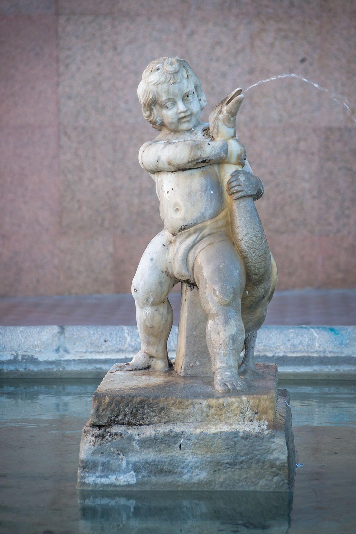 Spanien, Katalonien, Tarragona, Statue am Passier de les Palmeres