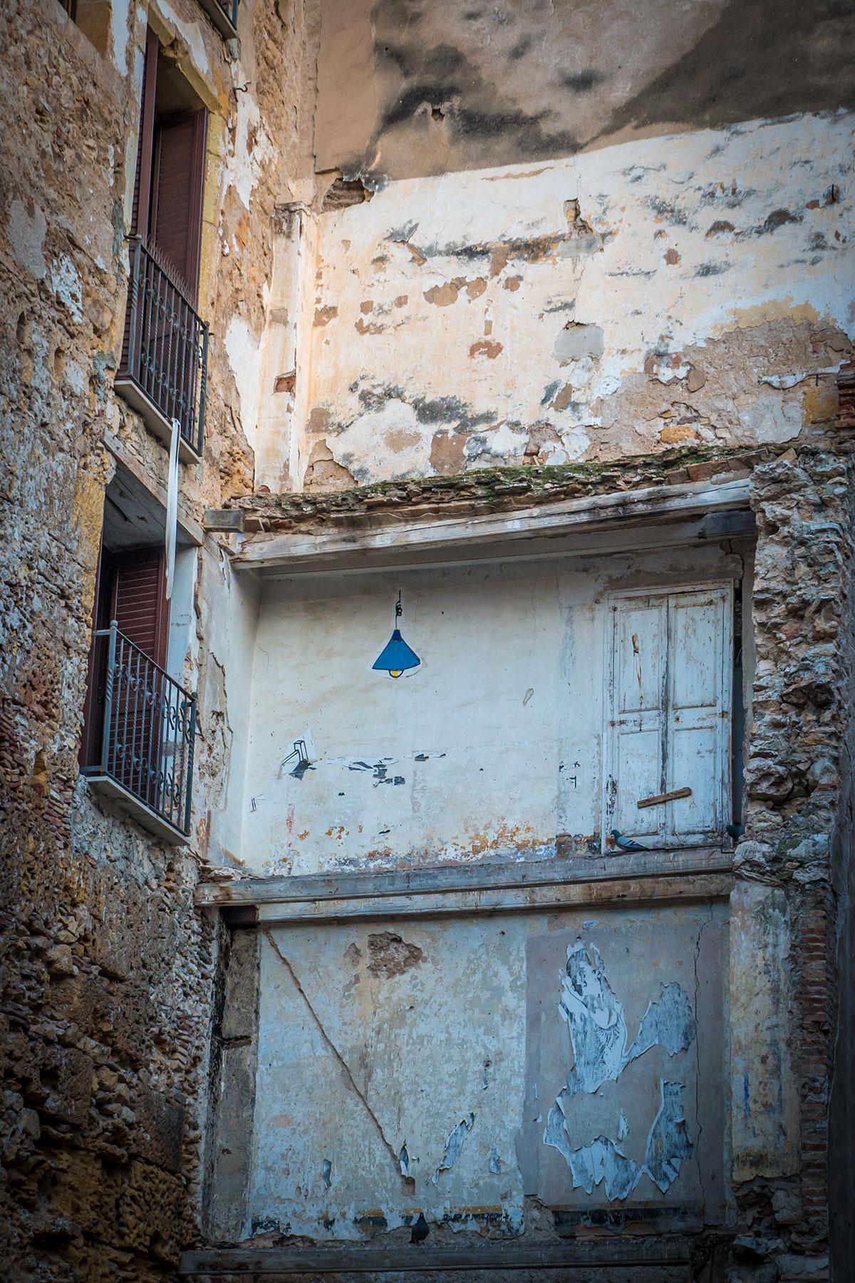 Spain, Catalonia, Tarragona, wall with graffiti
