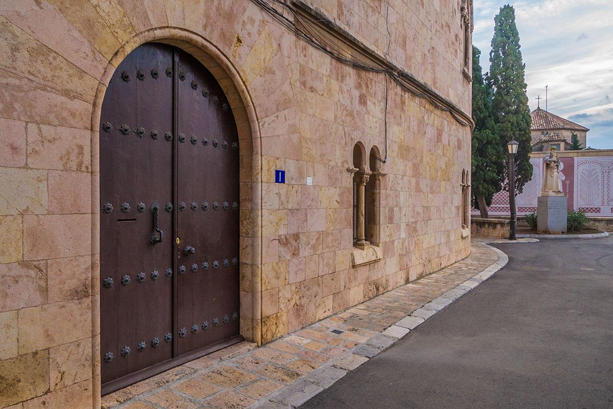 Spain, Catalonia, Tarragona, gate