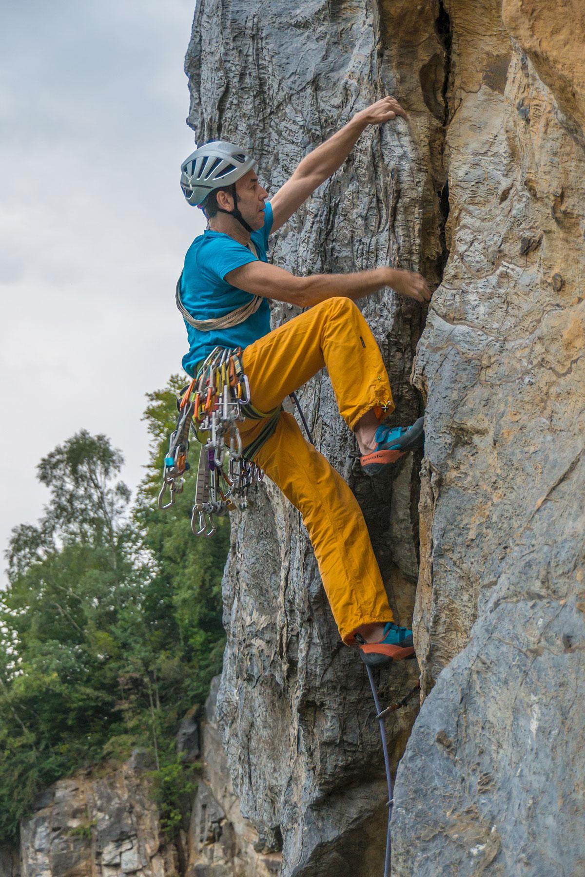 """Warstein, Hillenberg, Route """"Sichelriss clean"""", 9-, Kletterer Mathias Weck, Fotograf: Thihamy Nguyen"""