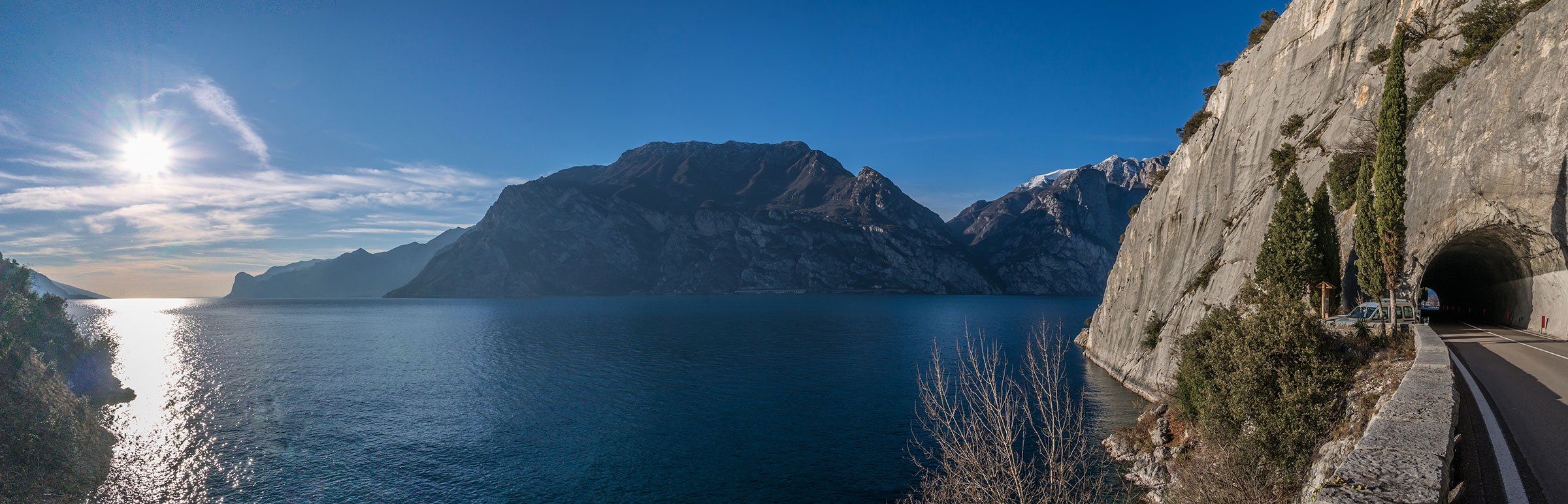 Felsen von Torbole am Gardasee,