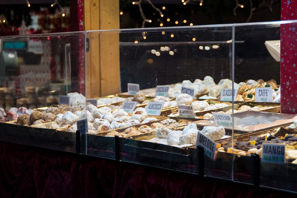Süßigkeiten am Weihnachtsmarkt in Arco