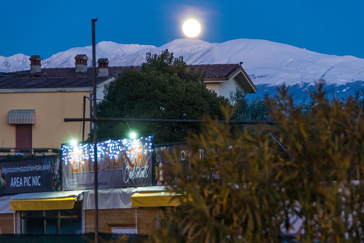 Mond über Bergen am Gardasee