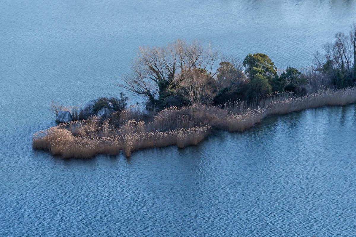 Lago di Toblino mit kleiner Landzunge