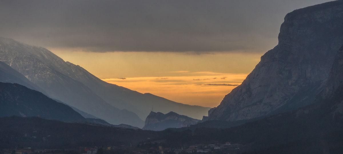 Sonnenuntergang im Sarcatal mit Blick nach Arco