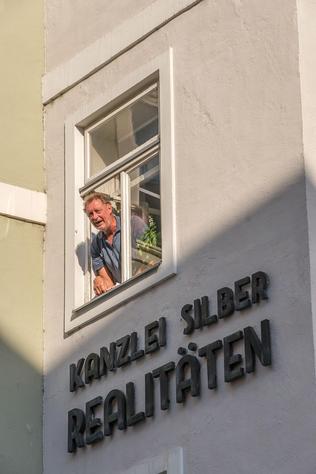 Salzburg, Mann am Fenster