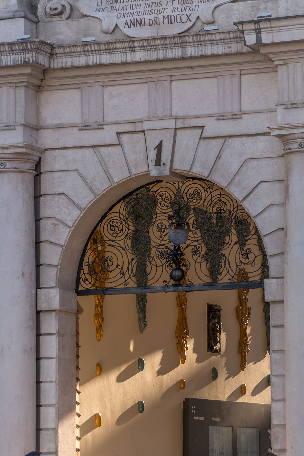 Salzburg, Eingang Residenzgalerie