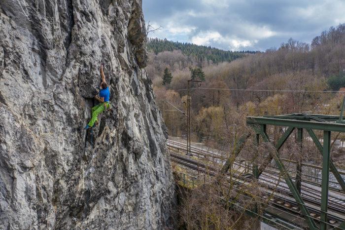 """Harz, Rübeländer Zahn, Route """"Chossie-Bär"""", 9+, Kletterer Mathias Weck"""