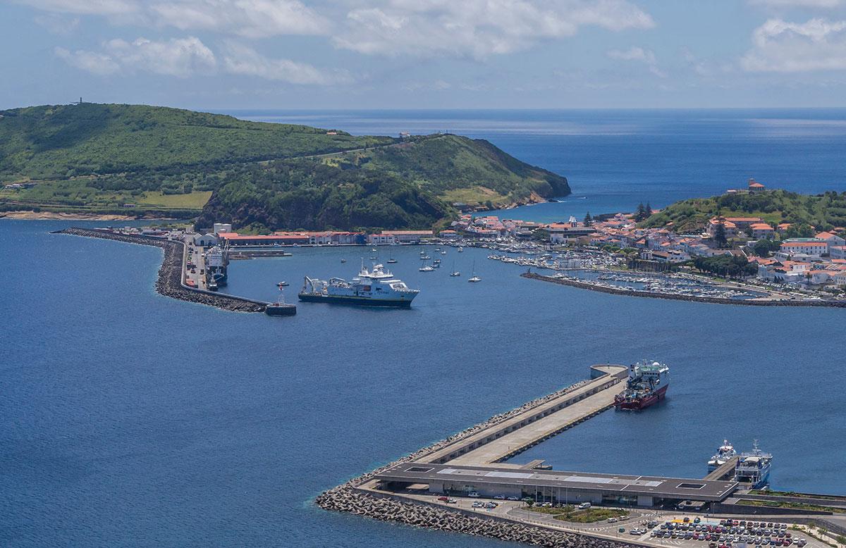 Azoren, Faial, Blick auf den Hafen von Horta