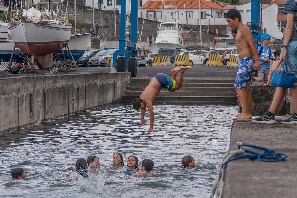 Azoren, Faial, Hafen, spielende Kinder