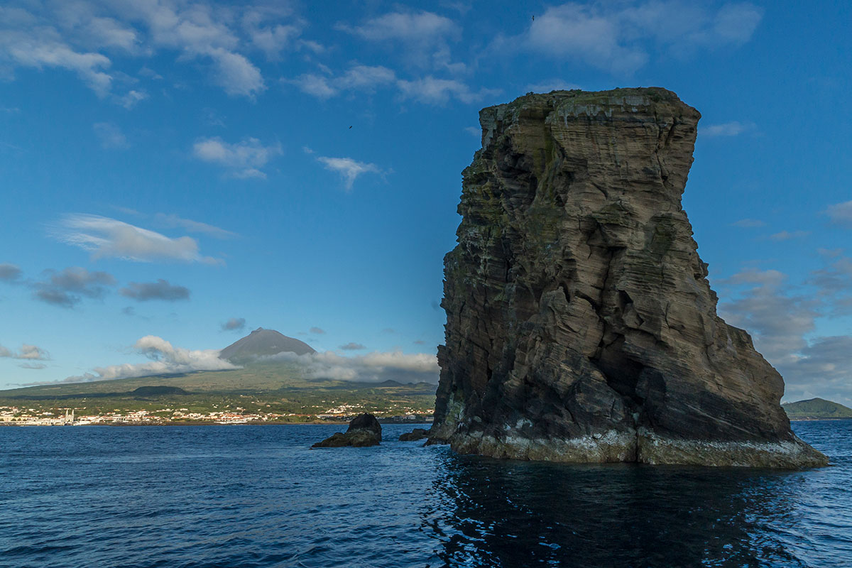 Azoren, Felsen von Ilheu Deitado vor Pico
