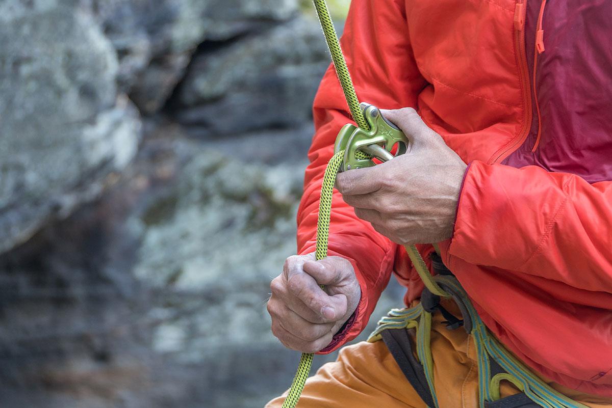 Elbtal, Děčín (Tetschen-Bodenbach), Kletterer beim Sichern