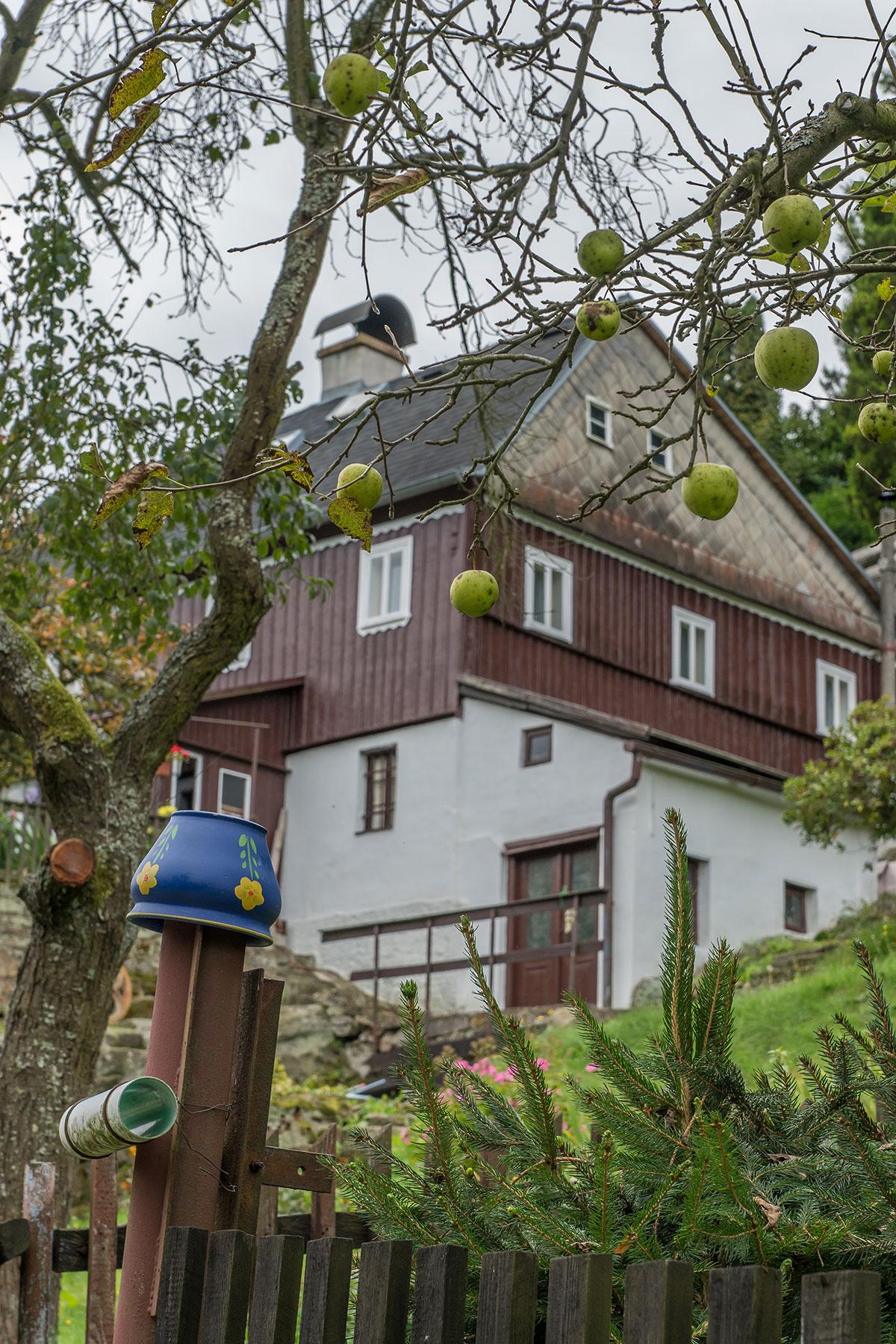 Elbtal, Děčín (Tetschen-Bodenbach), Haus mit Garten