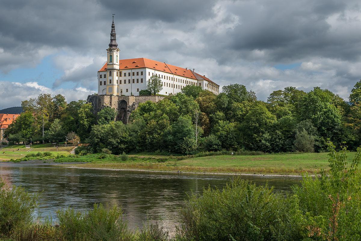 Elbtal bei Děčín, Schloss