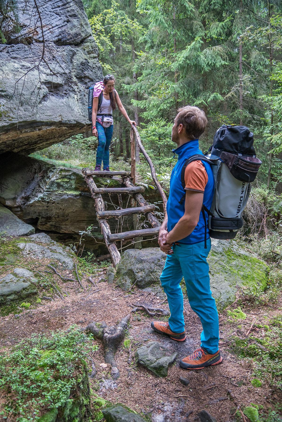 Elbtal bei Děčín, Zustieg zu den Felsen