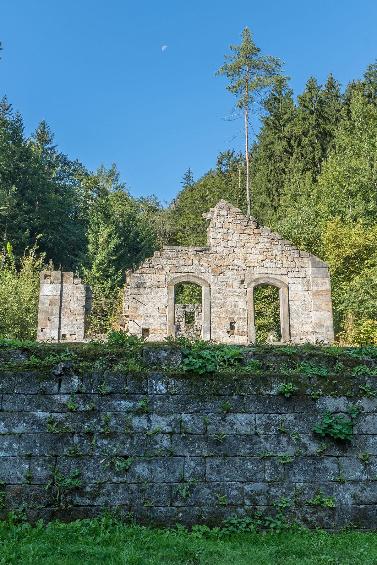 Elbtal bei Děčín, Ruine