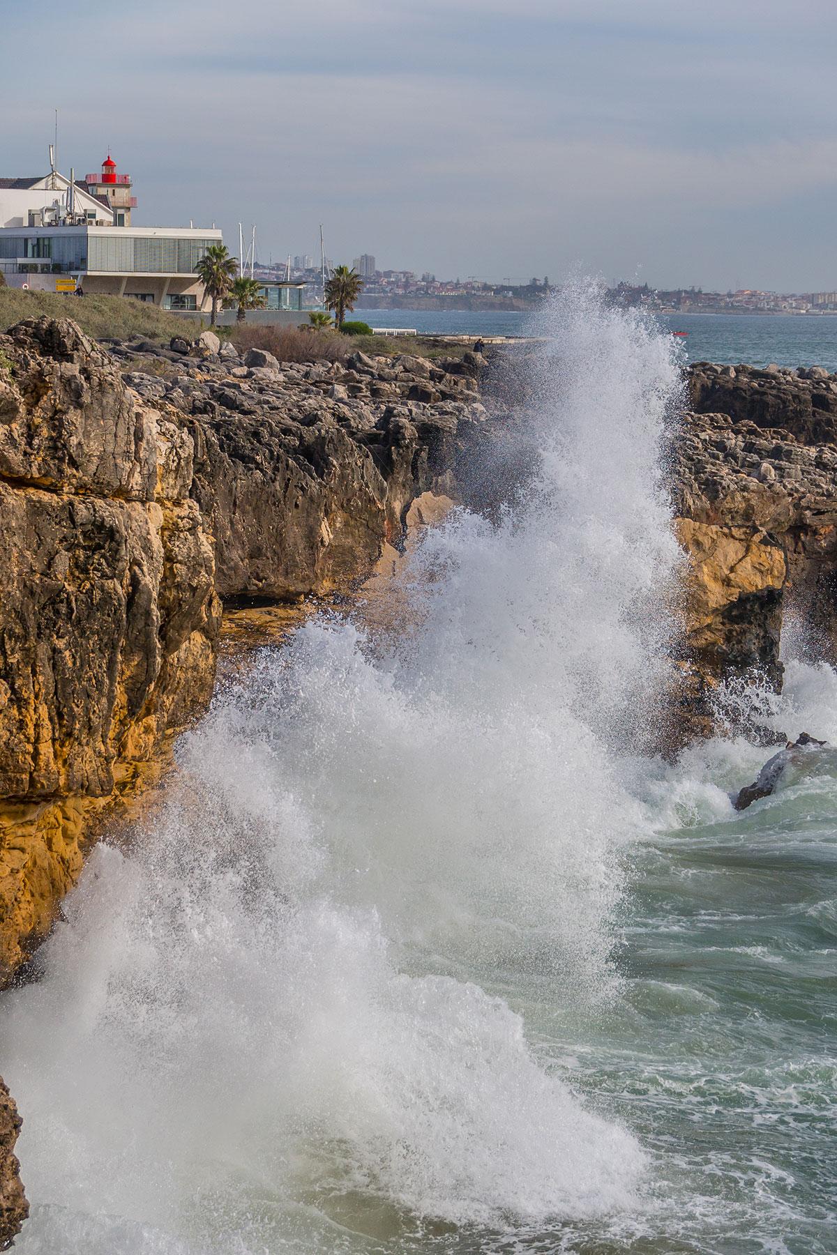 Portugal, Cascais, Boca do Inferno, Wellen und Gischt