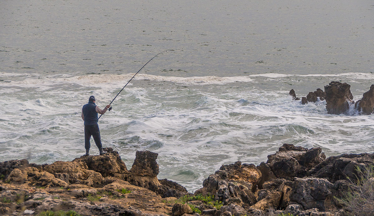 Portugal, Cascais, Boca do Inferno, Angler