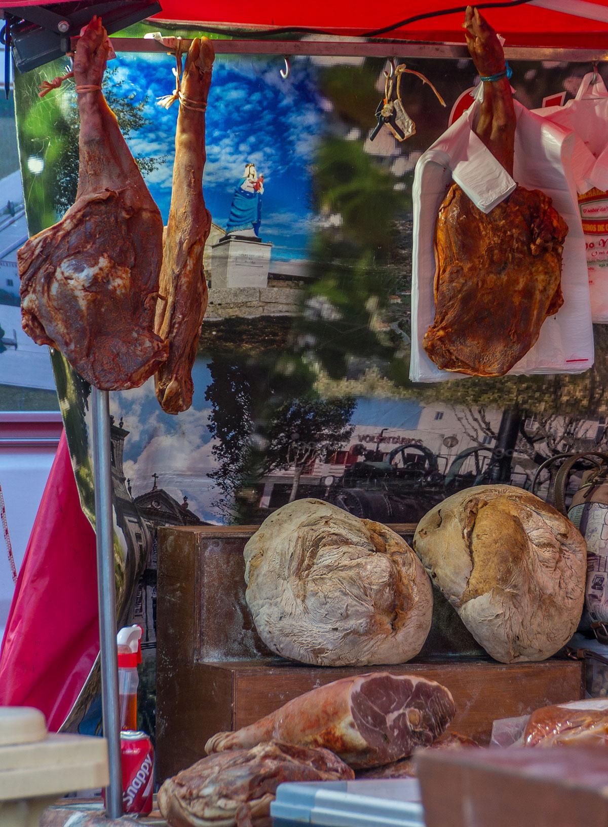 Portugal, Lissabon, Fleisch und Brot