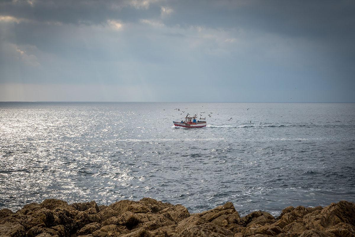 Portugal, Cabo Espichel, Meio Mango, Fischerboot